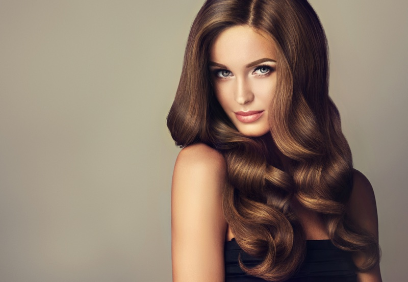 Model Wavy Hairstyle Brunette Highlights