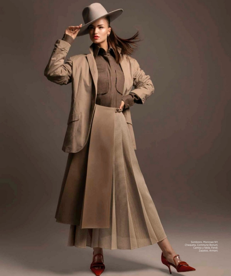On Trend And Elegant Looks For: Robin Holzkin Harper's Bazaar Mexico Elegant Fashion Editorial