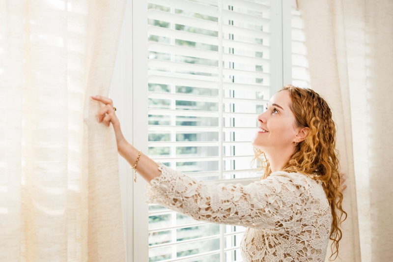 Woman Smiling Blinds Lace Top Curtains