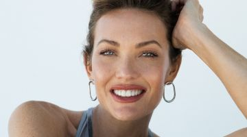 All smiles, Amy Purdy wears a silver look