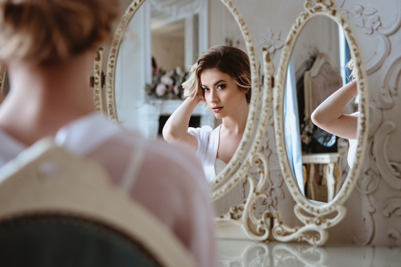 Bride Preparing Wedding Day Round Mirrors