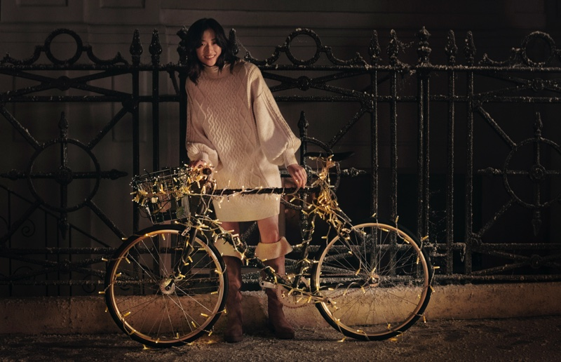 An image from H&M's holiday 2019 advertising campaign