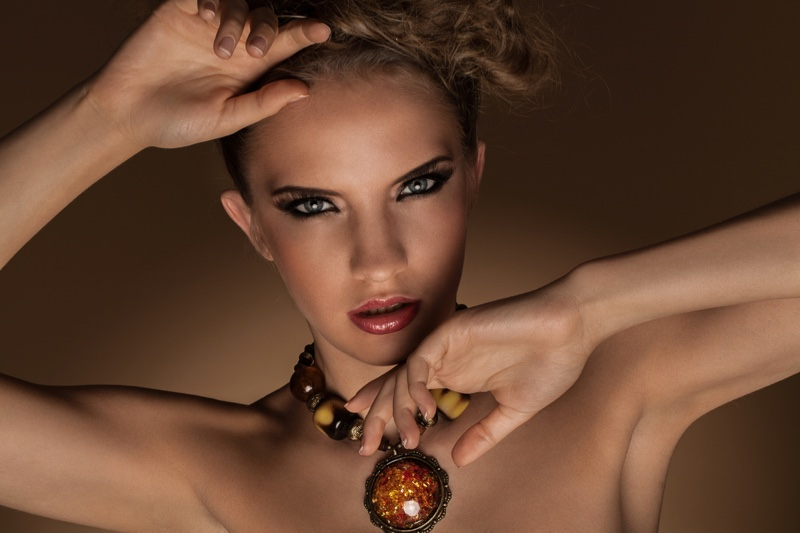 Model Amber Necklace Beauty Jewelry