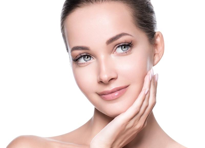 Model Beauty Clear Skin Glossy Lips Eyelashes