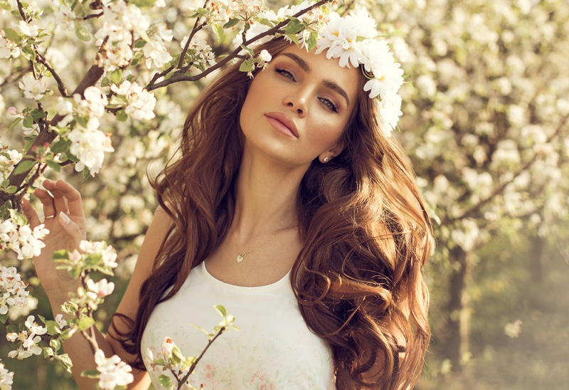 Model Outdoor Spring Beauty Makeup Hair Flower Crown