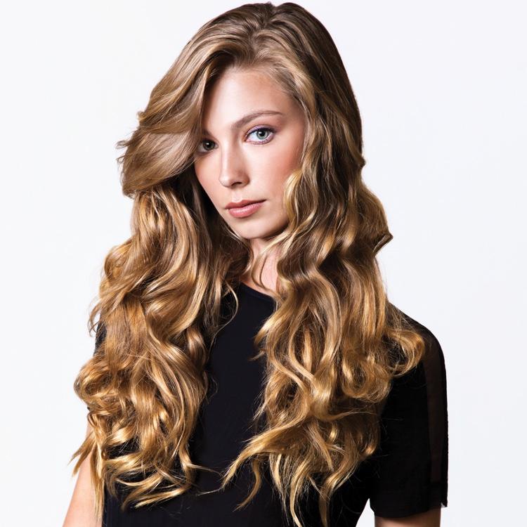 Model Wavy Blonde Hair Long