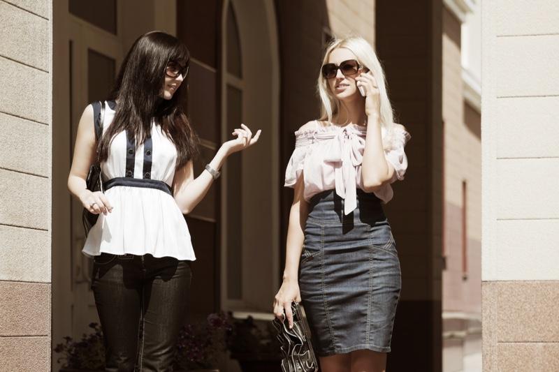 Stylish Women Walking Outside Outfits