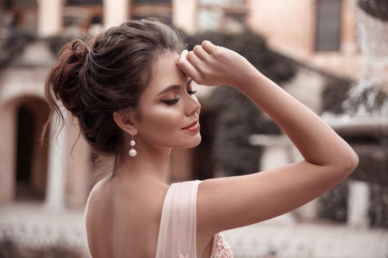 Beauty Bridal Pearl Earrings Updo Hairstyle