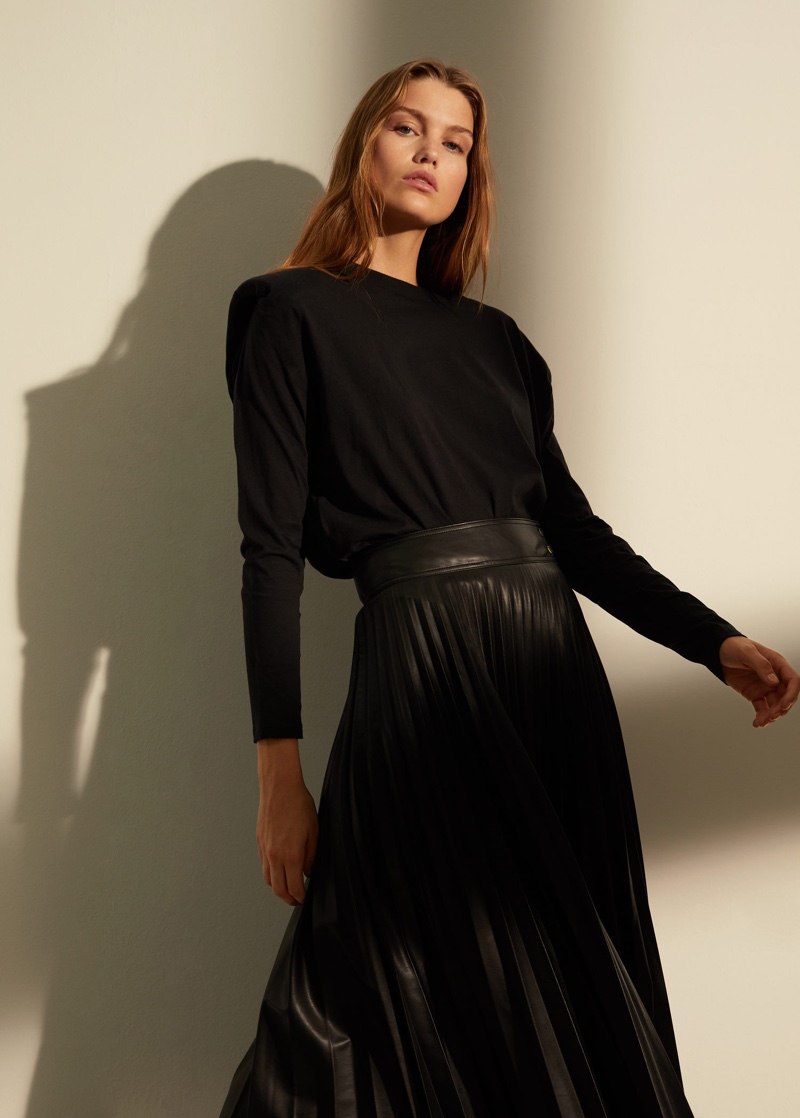 Luna Bijl poses in all black outfit from Mango