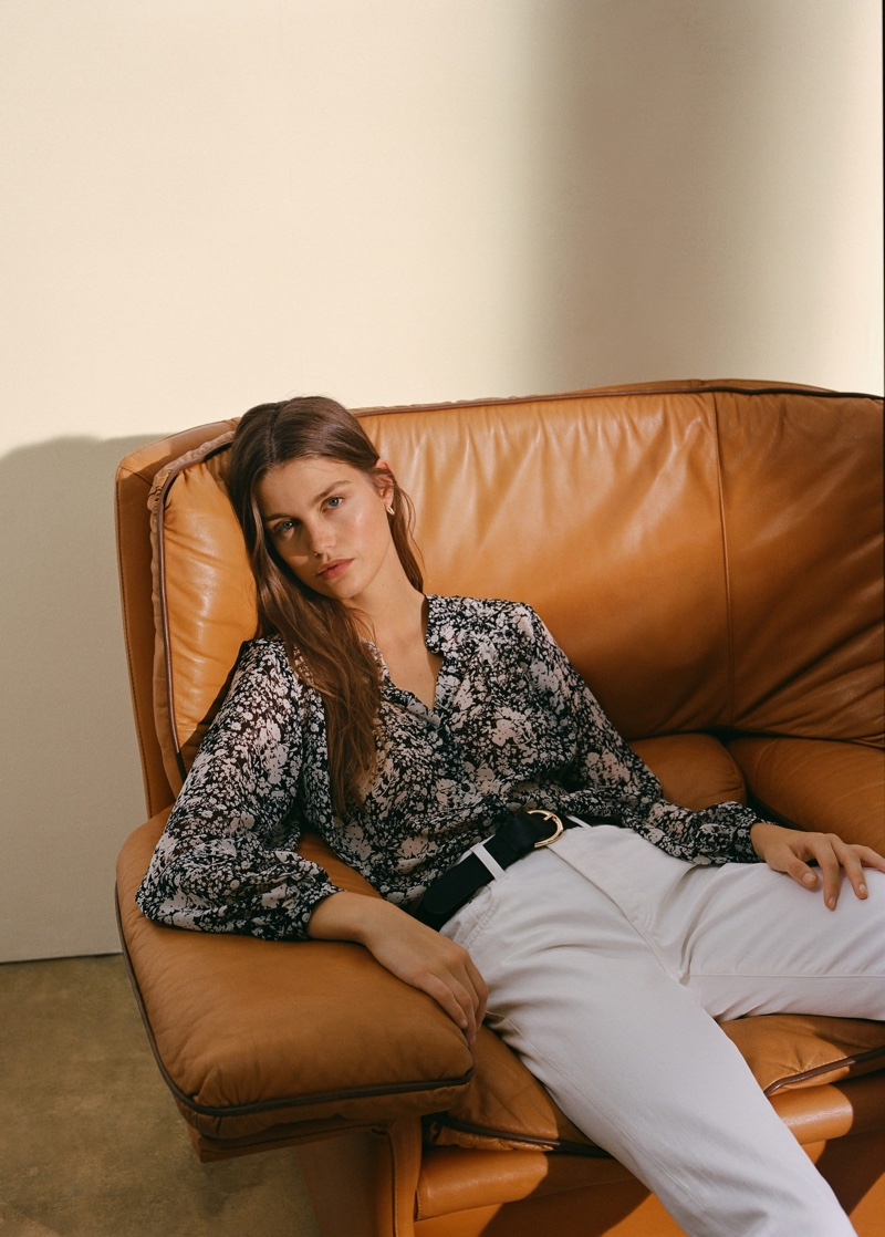 Model Luna Bijl poses in Mango flowy printed blouse and relaxed fit jeans