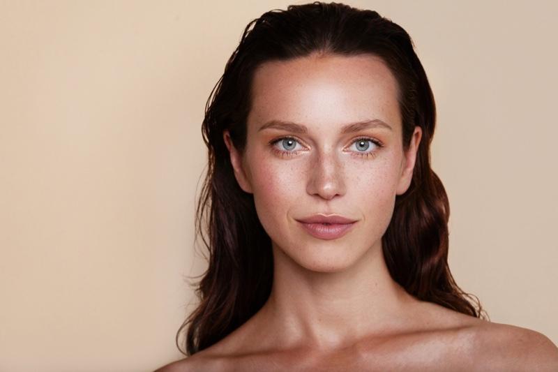 Model Beauty Natural Looking Skin Beauty