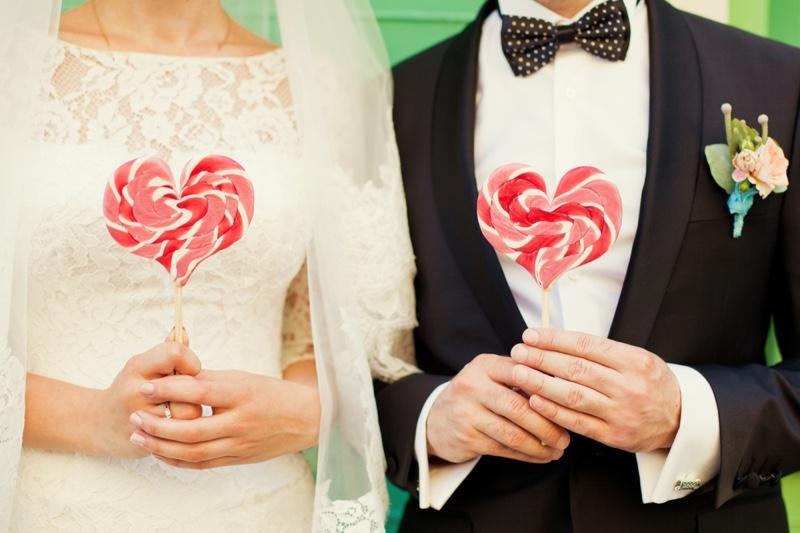Bride Groom Couple Heart Shaped Lollipops