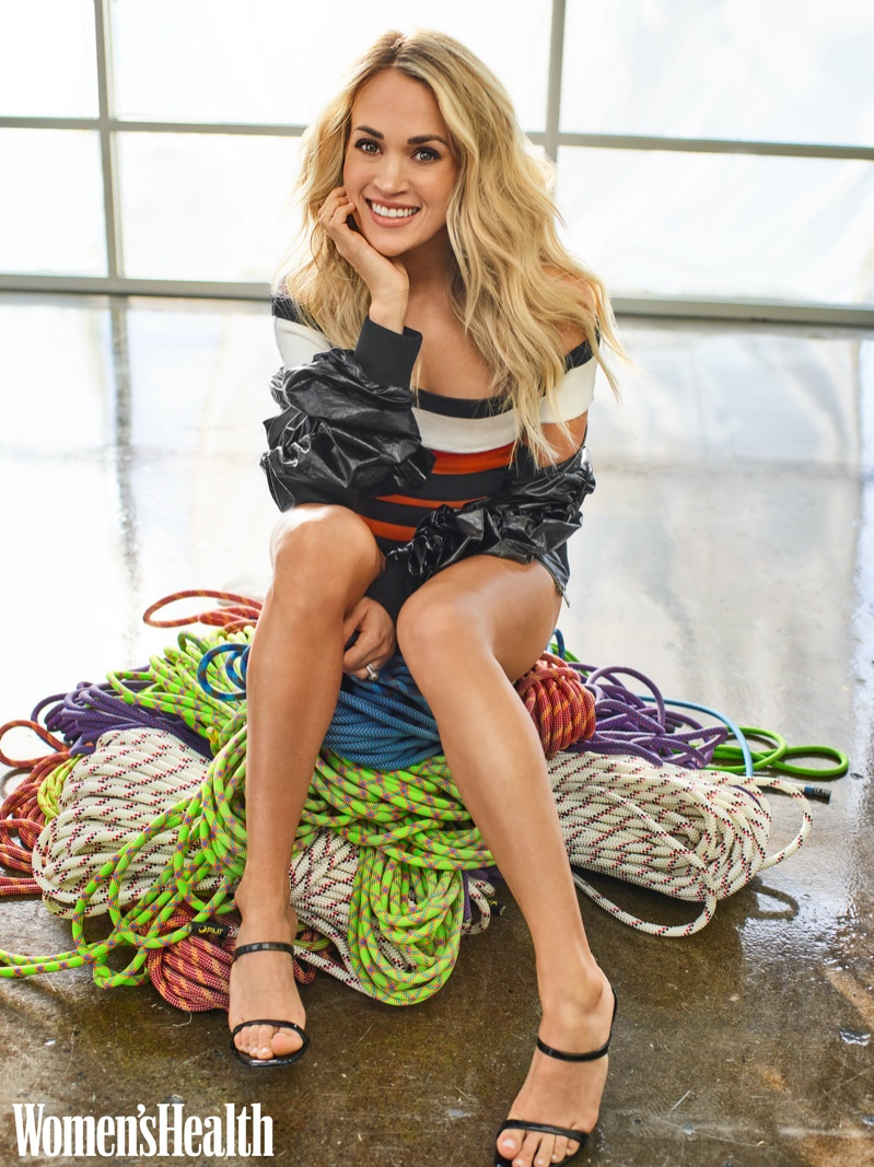 Flashing a smile, Carrie Underwood poses in DKNY bottom, Osklen one-piece and Stuart Weitzman heels