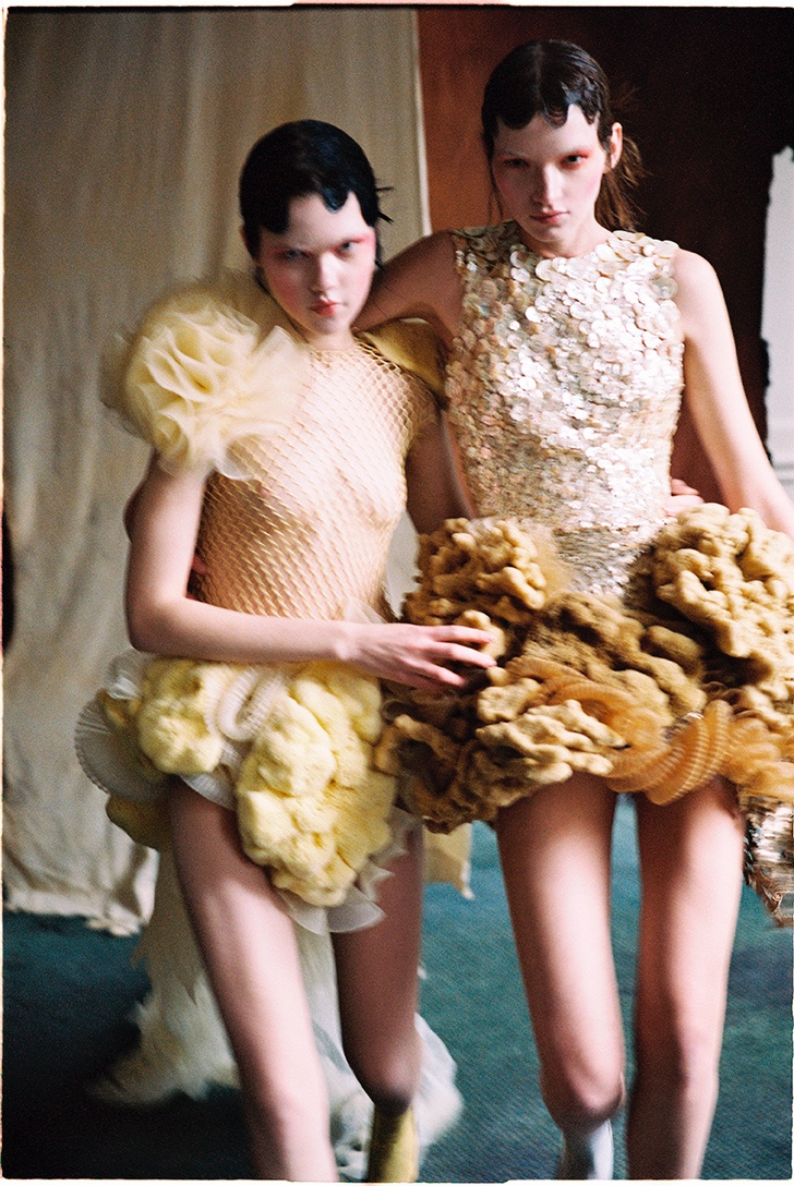 Eva & Sasha Model Couture Looks for Vogue Portugal