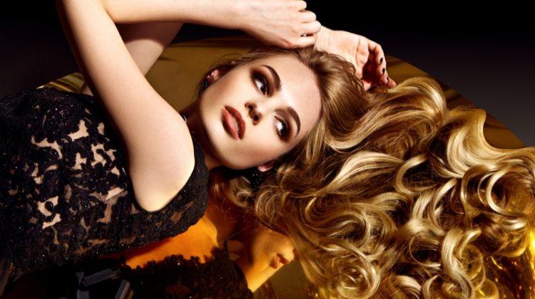 Model Blonde Wavy Hair Glamour