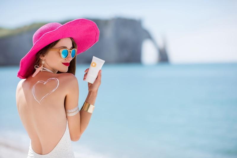 Stylish Woman Beach Sunscreen Pink Hat Sunglasses