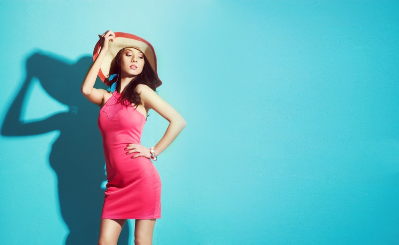 Woman Pink Form-Fitting Body-Con Dress Sun Hat