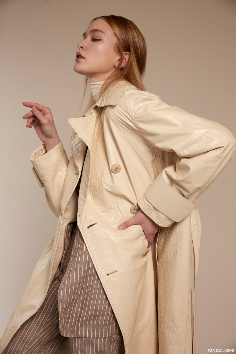 Cecilia Ear Cuffs in Gold LIMNIA, Double Layer Ivory Mesh Turtleneck LULU'S, Linen Jacket and Trousers FABIANA FILIPPI and Cream Leather Trench DROME. Photo: Adrianna Favero