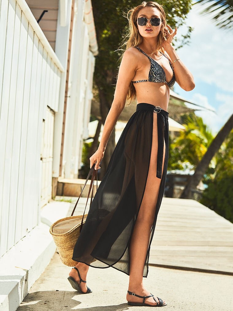 Angel Romee Strijd tries on chic beach styles from Victoria's Secret