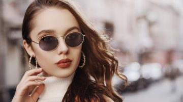 Model Hoop Earrings Sunglasses