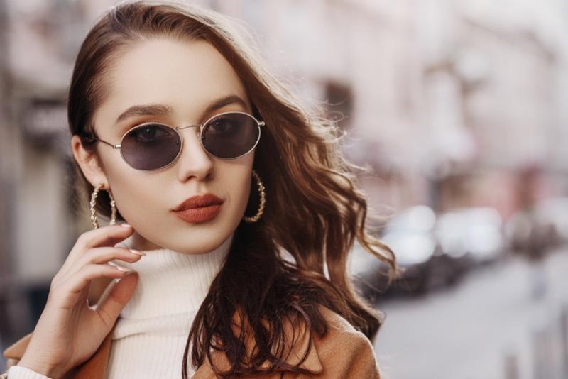 Model Hoop Earrings Sunglasses