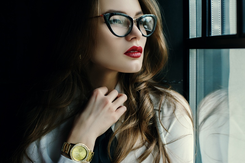 Model Looking Window Cat Eye Glasses Gold Watch