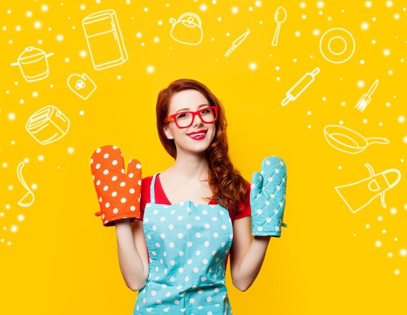 Smiling Redhead Polka Dot Kitchen Mitts Apron Glasses