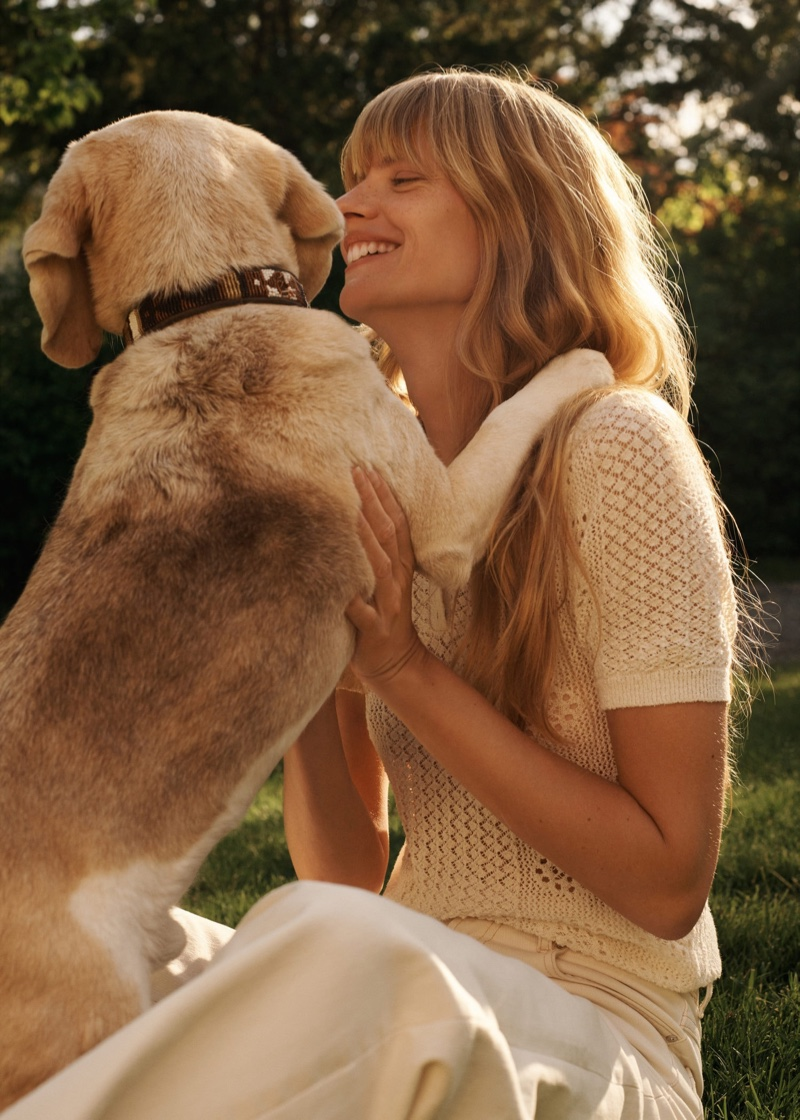 Posing with a dog, Julia Stegner wears Mango's summer arrivals.