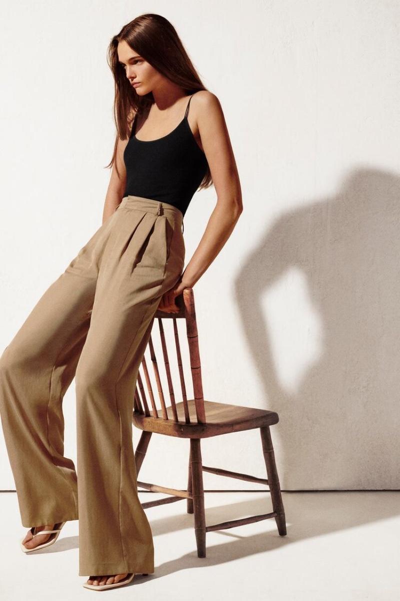 Lulu Tenney poses in Zara's summer 2020 styles.
