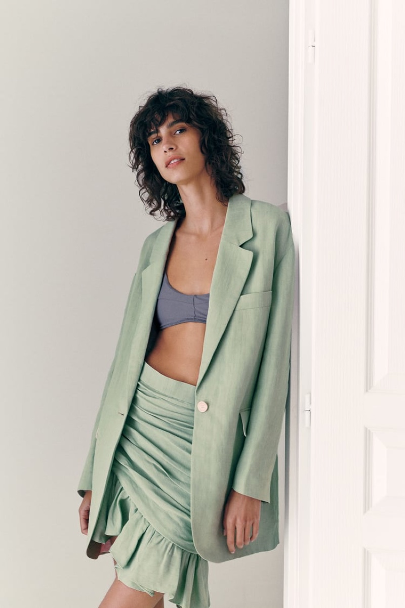 Mica Arganaraz wears a ruffled piece for Zara.