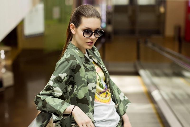 Fashion Model Camo Jacket Graphic T-Shirt Sunglasses