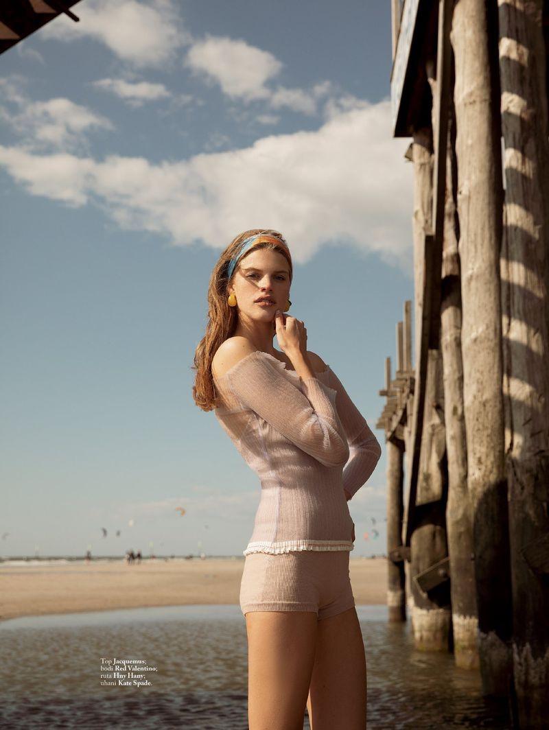 Kim Riekenberg Embraces Beach Fashion for ELLE Slovenia