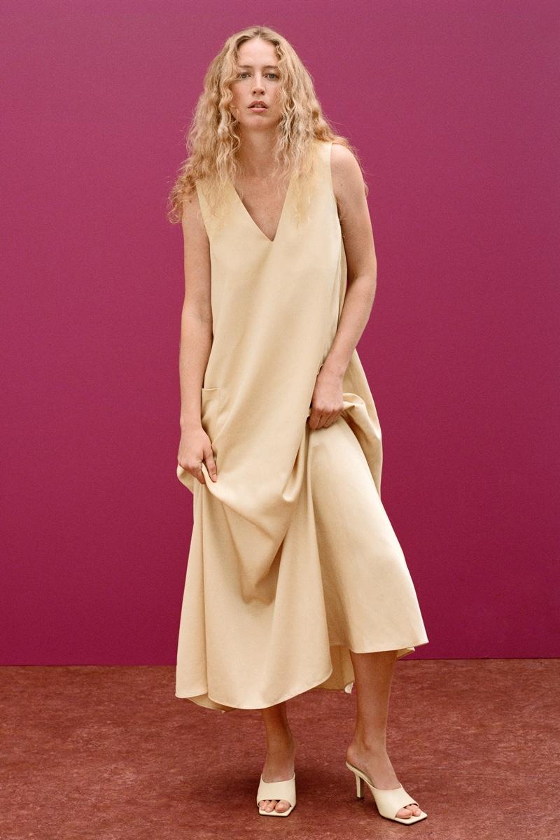Model Raquel Zimmermann poses in Zara Join Life fall-winter 2020 lookbook.