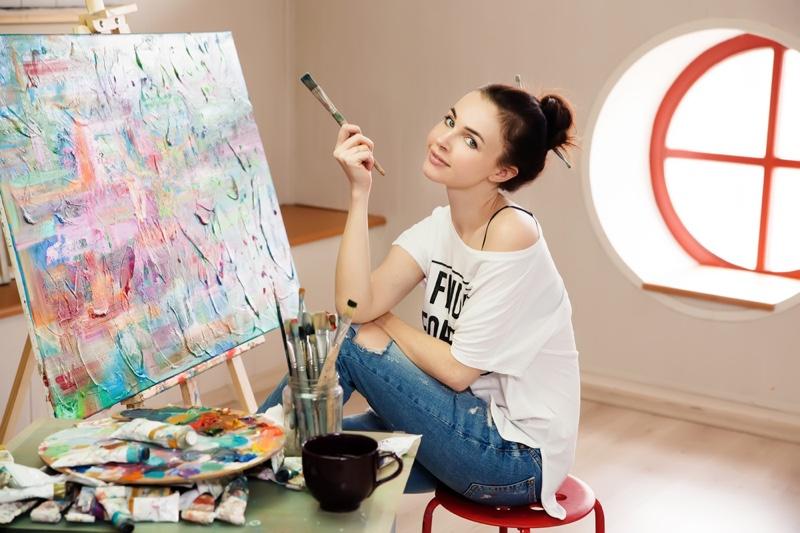 Smiling Woman Painter T-Shirt Jeans