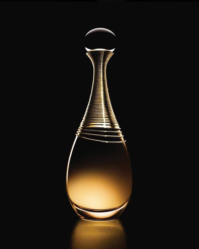 A look at Dior's J'Adore eau de parfum Infinissime bottle.