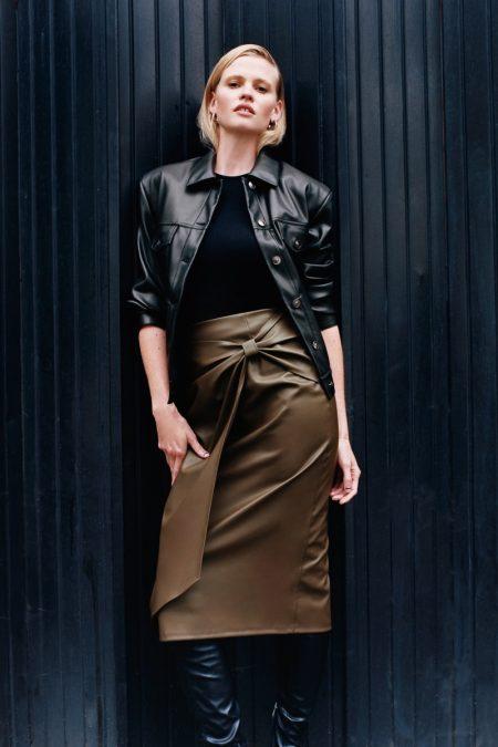 Keeping it chic, Lara Stone models Zara fall 2020 styles.