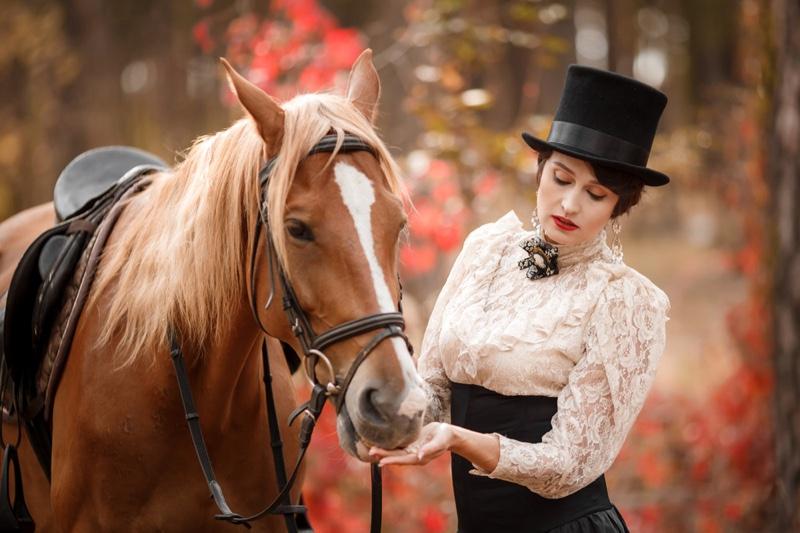 Vintage Equestrian Fashion Woman Top Hat Horse