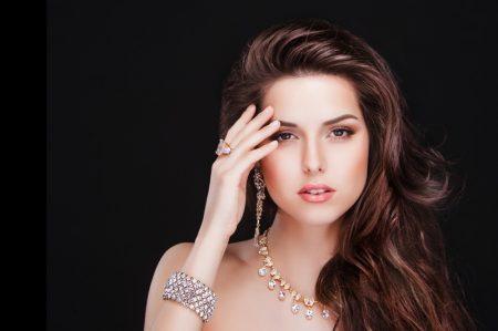 Model Fashion Diamonds Ring Bracelet Earrings Necklace Beauty