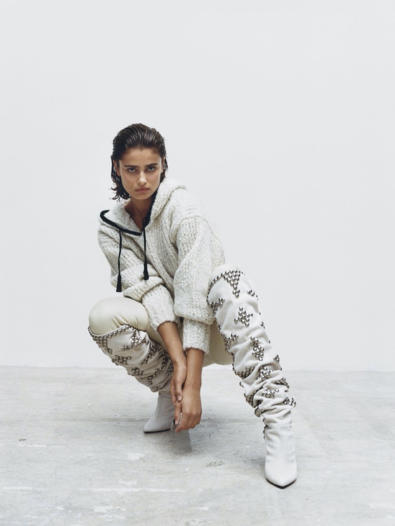 Model Taylor Hill strikes a pose in Isabel Marant fall-winter 2020 accessories.