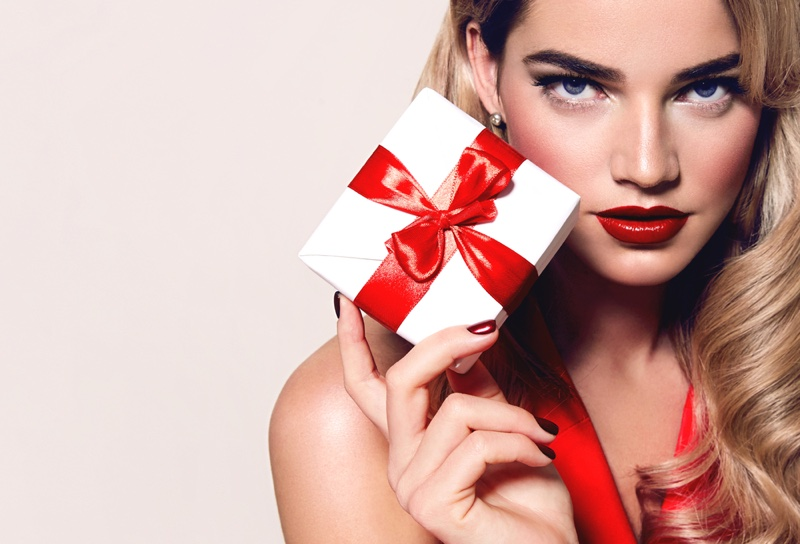 Blonde Model Beauty Glam Christmas Gift Red Bow