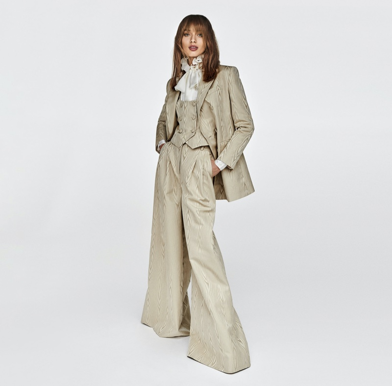 Suiting up, Giulia Maenza appears in Luisa Spagnoli fall-winter 2020 campaign.