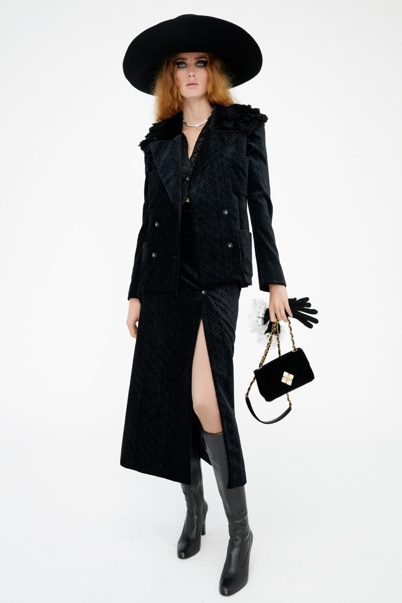 A look from Chanel's pre-fall 2021 Métiers d'Art collection.