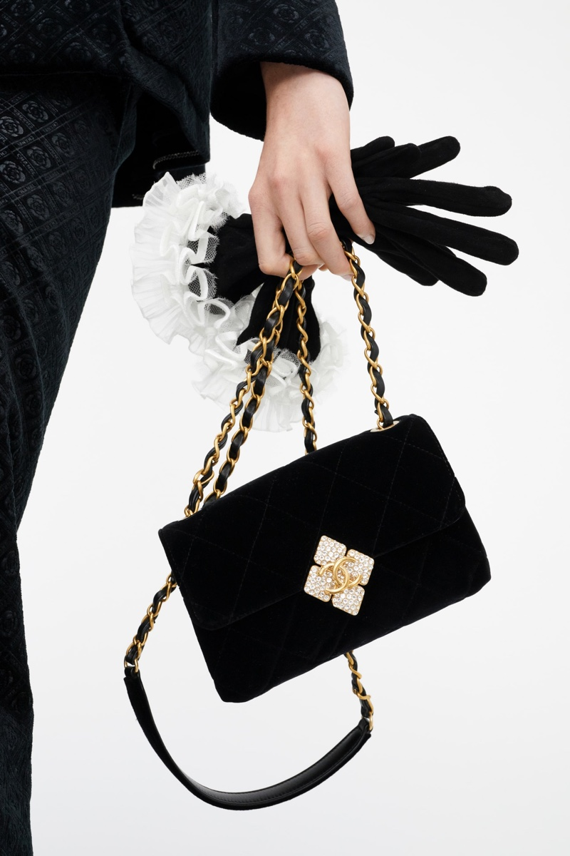 Accessories stand out in Chanel Métiers d'Art pre-fall 2021 collection.