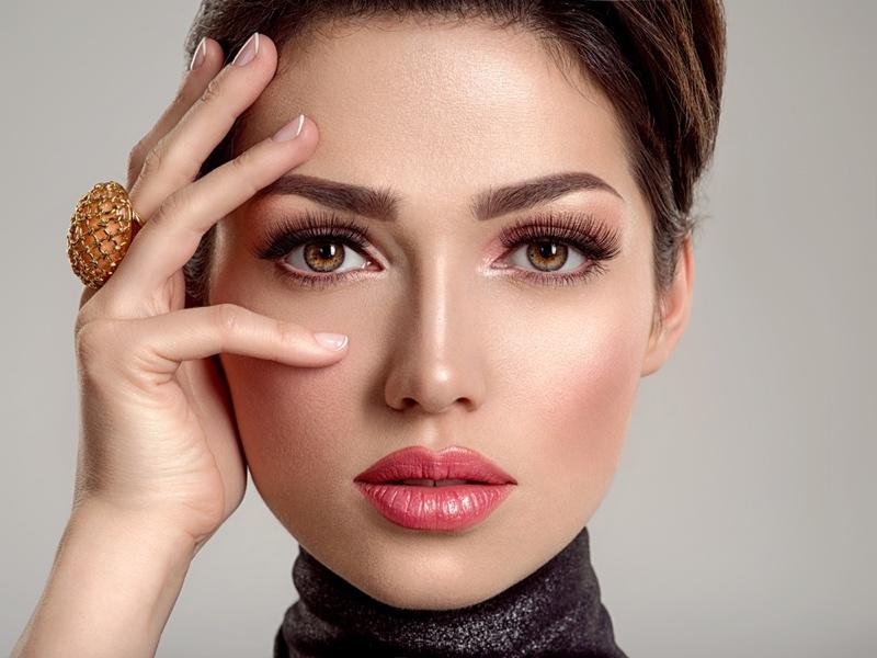 Model Closeup Beauty Pink Lip Gloss Long Eyelashes Makeup