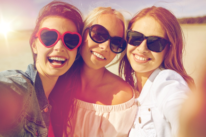 Smiling Group Friends Stylish Sunglasses Sunny Selfie