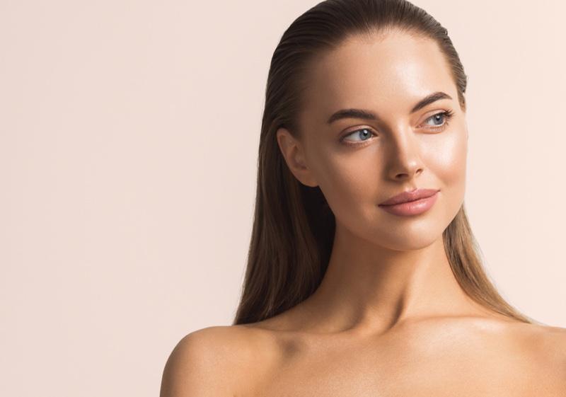 Smiling Model Beauty Healthy Looking Skin Neutral Makeup