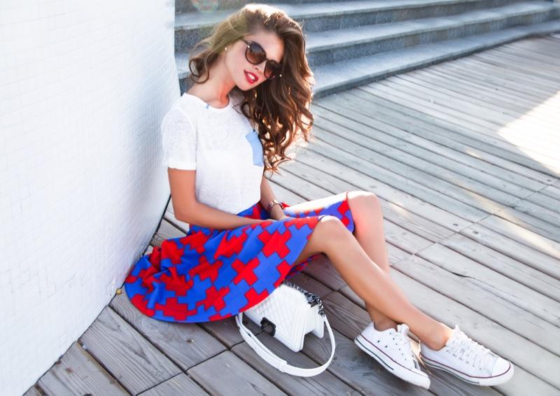 White Shirt Printed Skirt Sneakers Casual Look