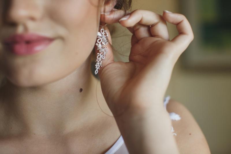 Blurred Model Cascade Drop Earrings