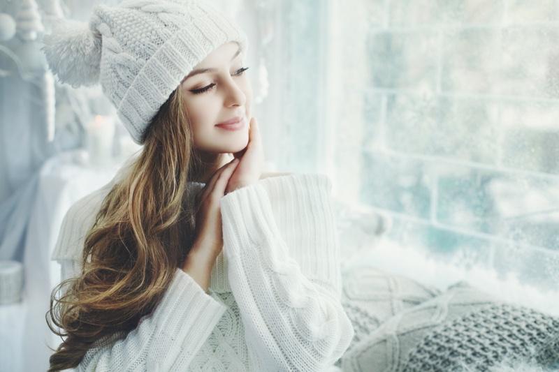 Model White Beanie Sweater Winter Home