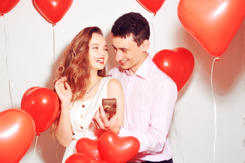 Smiling Couple Red Heart Balloons Jewelry Box